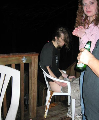 why-you-need-a-friend-while-drinking-07.jpg